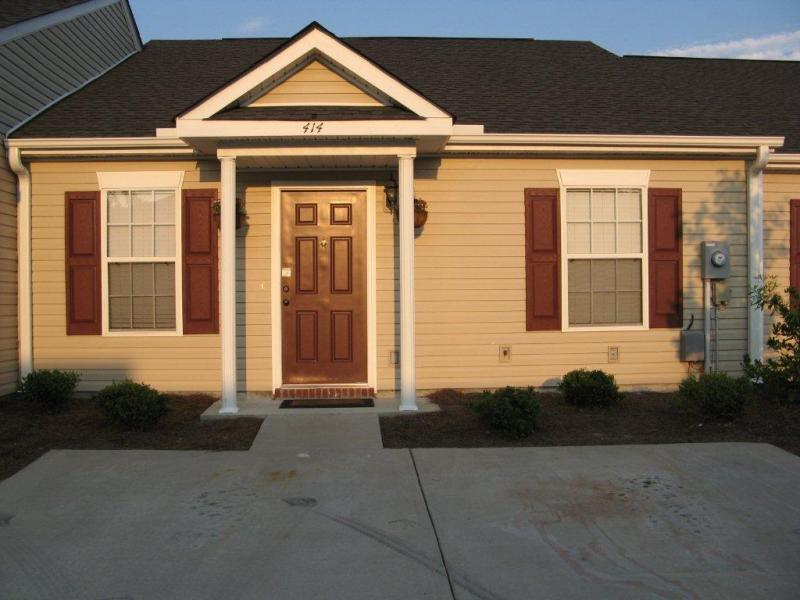 Nice Clean Patio Home In The Elders Pond Subdivision Off Of Hardscrabble  Road. 2 Bedrooms, 2 Baths With All Appliances Including Washer U0026 Dryer. High